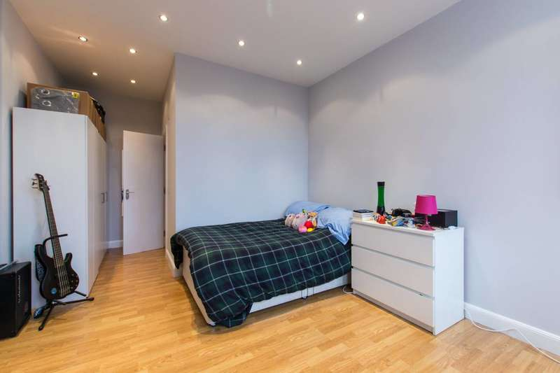 Studio Flat for sale in St Johns Hill, Clapham Junction, SW11