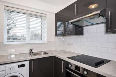 2 Bedrooms Flat for rent in Vine Tree Court, Rickmansworth, WD3
