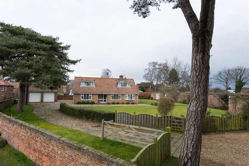 5 Bedrooms Detached House for sale in Sandy Lane, Haxby, York, YO32 2WP