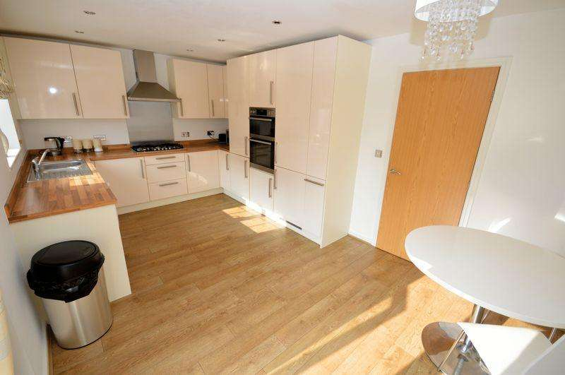 4 Bedrooms Detached House for sale in King Oswald Crescent, Widnes