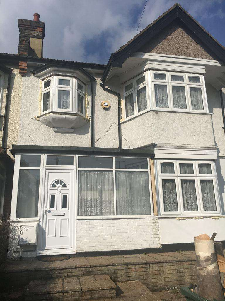 4 Bedrooms Terraced House for rent in highland gardens, Ilford, Essex IG3