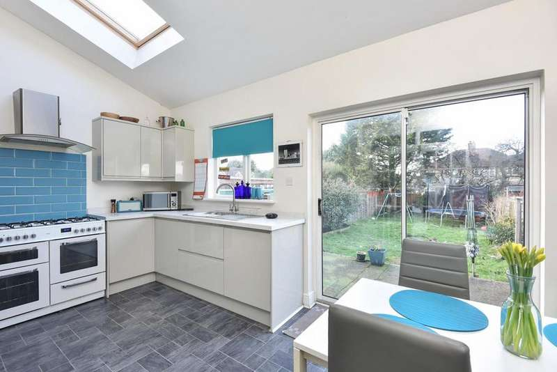 4 Bedrooms Semi Detached House for sale in Gwynne Avenue, Shirley