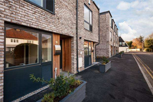 3 Bedrooms Terraced House for sale in Station Road, Great Shelford, Cambridge, Cambridgeshire