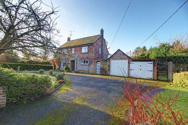 4 Bedrooms Detached House for sale in Cookham home with carriage drive