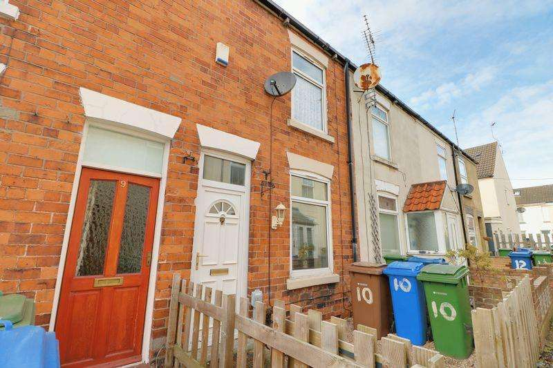 2 Bedrooms Terraced House for sale in Hearfield Terrace, Eastgate, Hessle