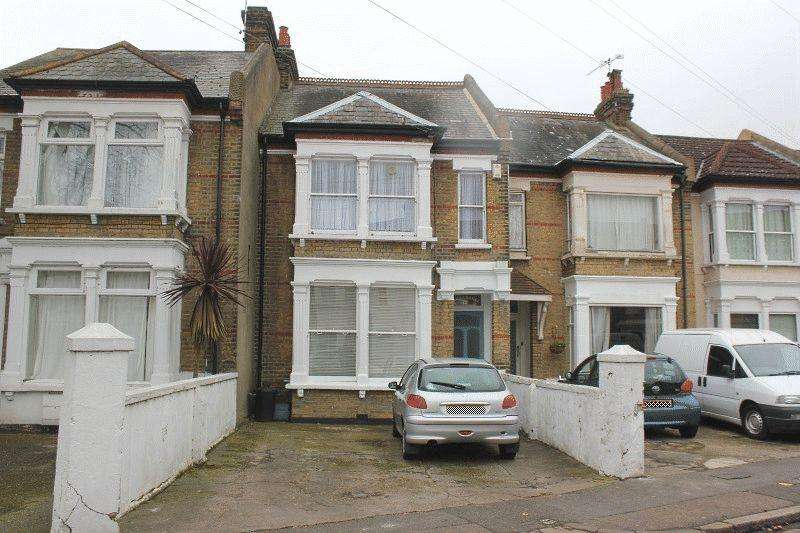 2 Bedrooms Ground Flat for sale in Avenue Road, Westcliff-On-Sea