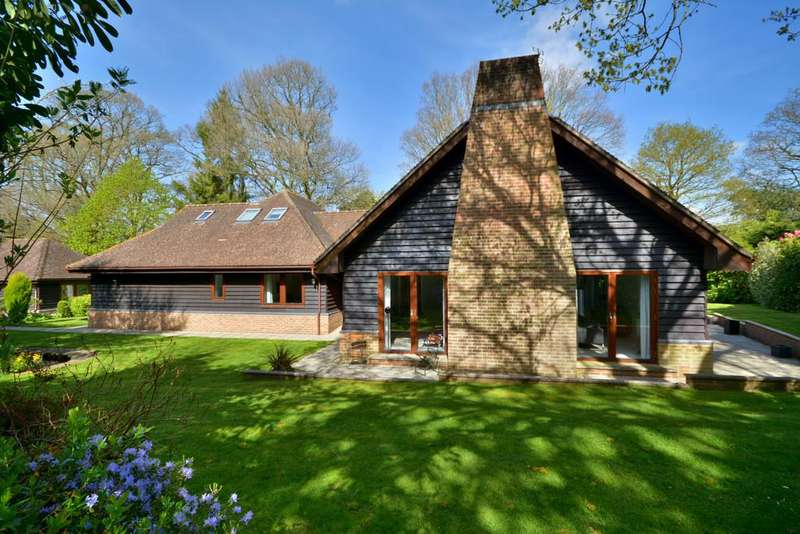5 Bedrooms Chalet House for sale in West Chiltington, Pulborough