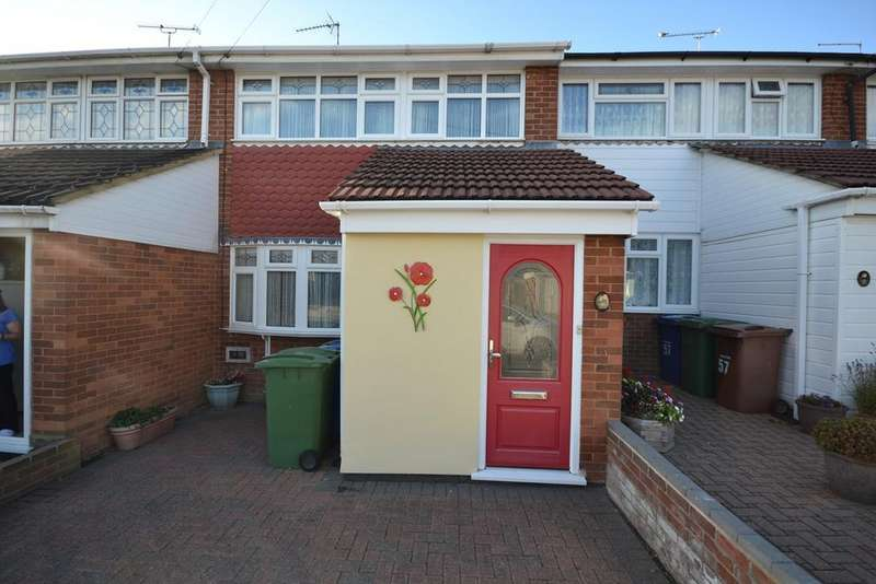 3 Bedrooms Terraced House for sale in Brampton Close, Corringham, Stanford-le-Hope, SS17