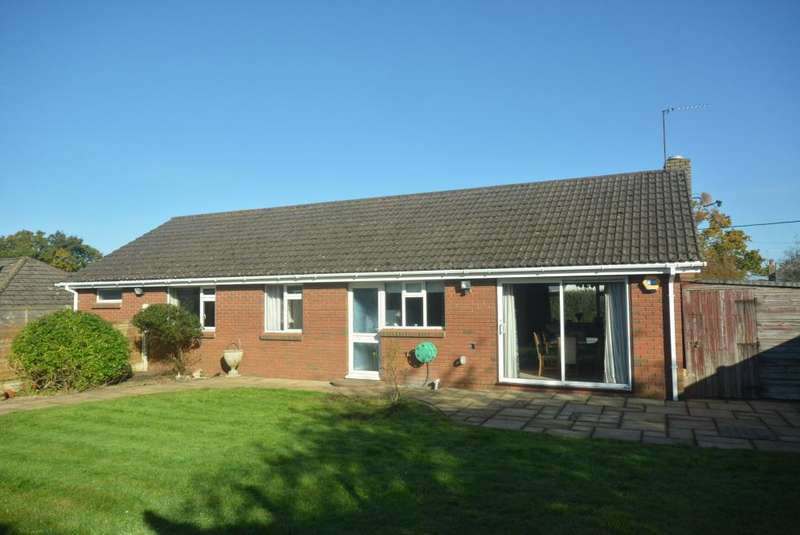 4 Bedrooms Detached Bungalow for sale in CORFE MULLEN