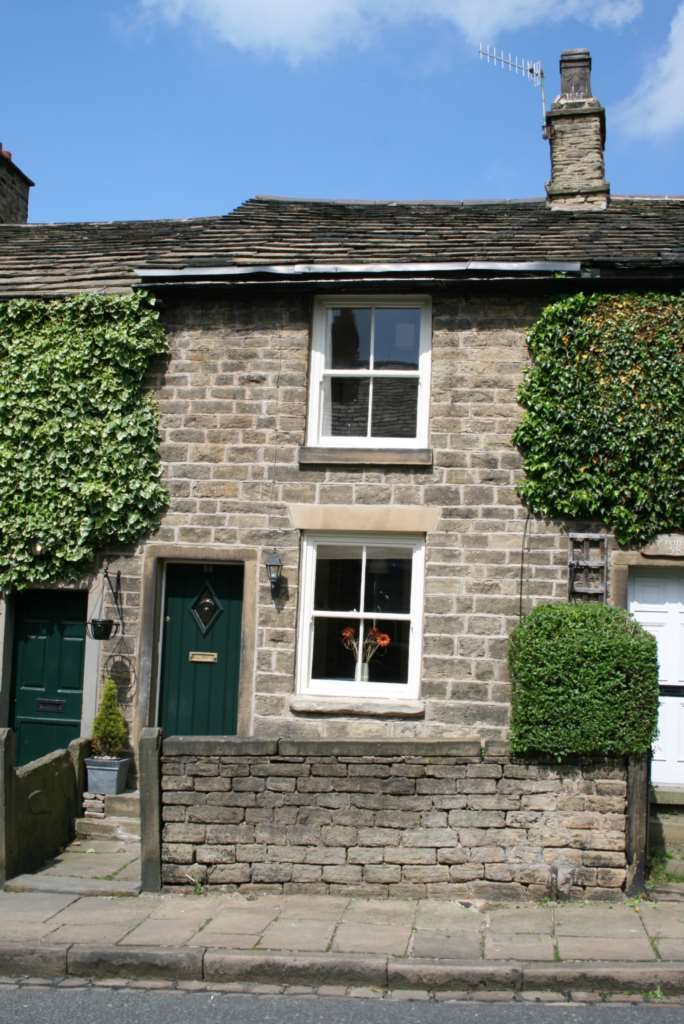 2 Bedrooms Cottage House for sale in Shrigley Road, Bollington
