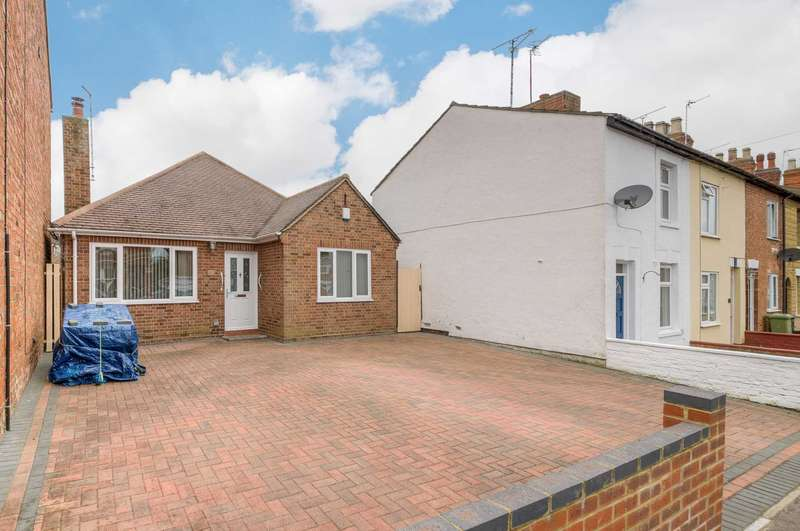 2 Bedrooms Detached Bungalow for sale in Thompson Street, New Bradwell