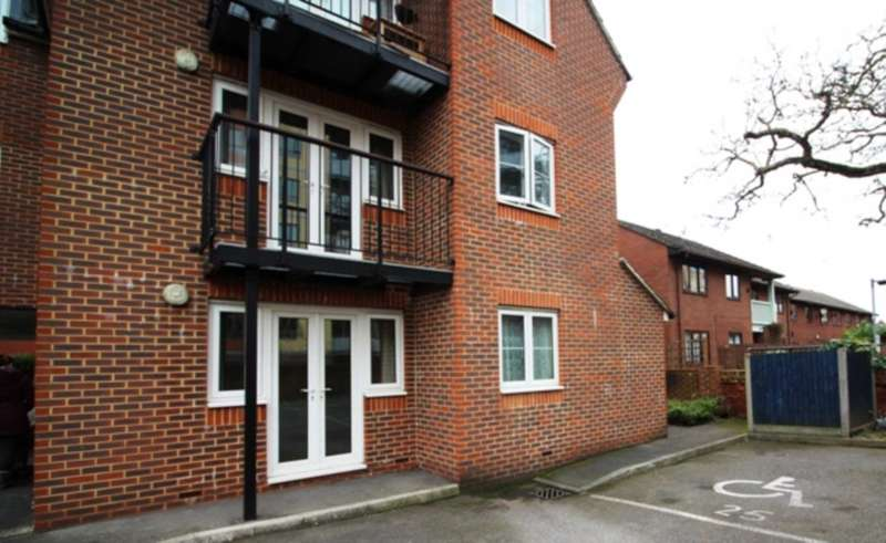 1 Bedroom Flat for sale in Norwood Road, Reading