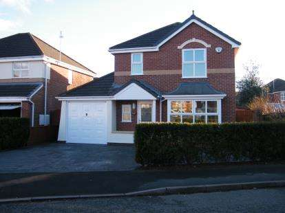 4 Bedrooms Detached House for sale in Thorn Tree Drive, Crewe, Cheshire