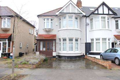 3 Bedrooms Semi Detached House for sale in Barkingside, Essex