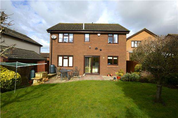 4 Bedrooms Detached House for sale in Nourse Close, LECKHAMPTON, GL53 0NQ