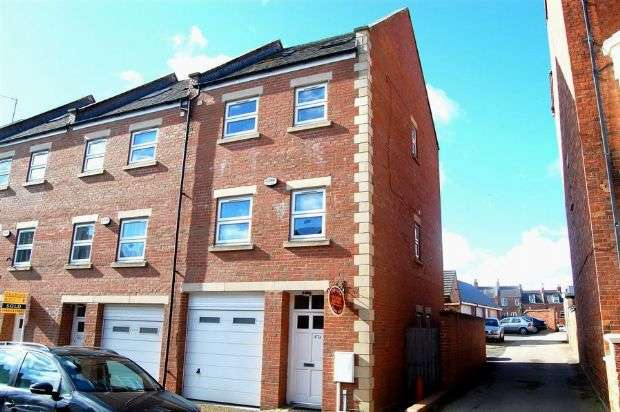 4 Bedrooms End Of Terrace House for rent in Victoria Road, Abington, Northampton NN1 5EQ