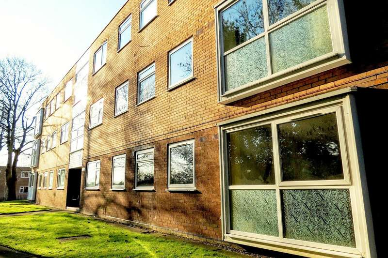 2 Bedrooms Flat for sale in Rivington Court, Salford