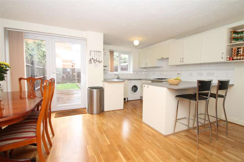 5 Bedrooms Town House for sale in Westminster Drive, Palmers Green, London N13