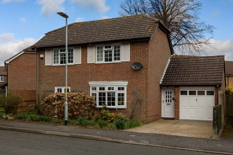 3 Bedrooms Detached House for sale in The Meade, Hawkinge CT18