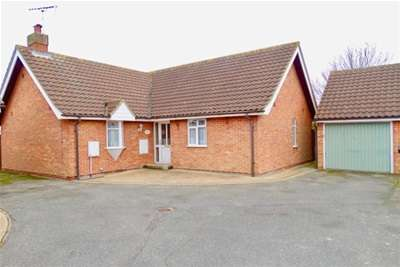 2 Bedrooms Detached Bungalow for rent in Woodfield Way, Hatfield Peveral