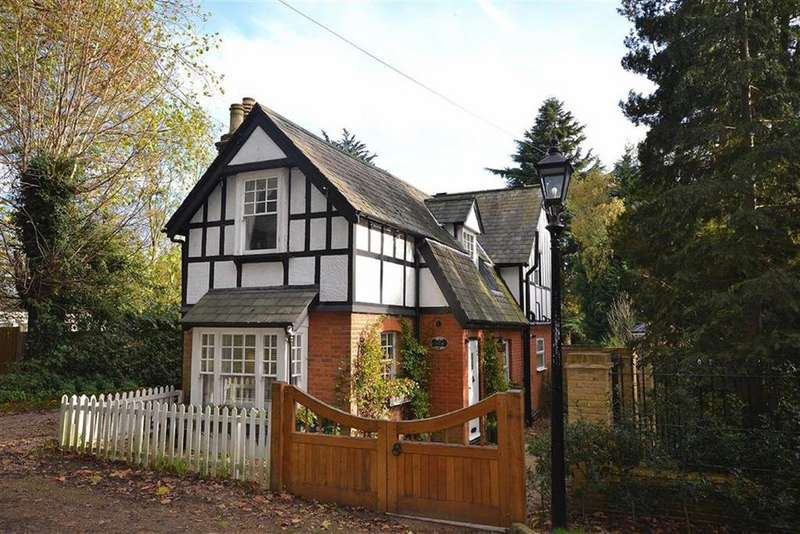 3 Bedrooms Detached House for rent in Forest Side, Epping, Essex, CM16