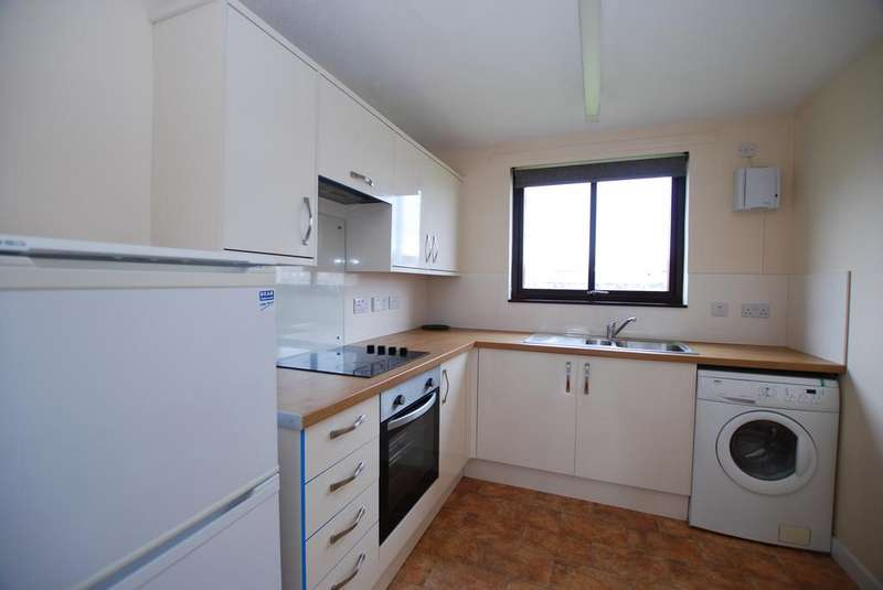 2 Bedrooms Flat for rent in Pumpgate Court, Inverness, IV3
