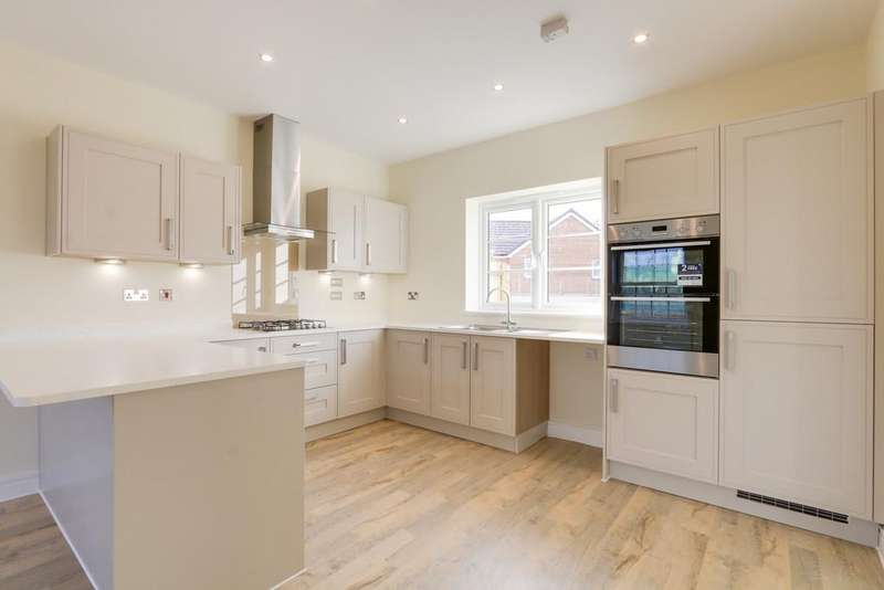 4 Bedrooms Detached House for sale in The Raglan, Woodbury