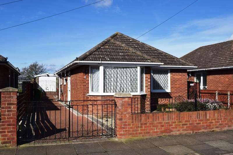 3 Bedrooms Detached Bungalow for sale in Langdale Avenue, Grimsby, DN33 3HN