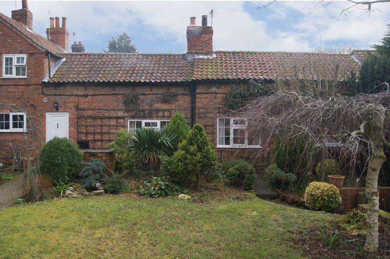 3 Bedrooms Cottage House for sale in Newark Road, Hawton