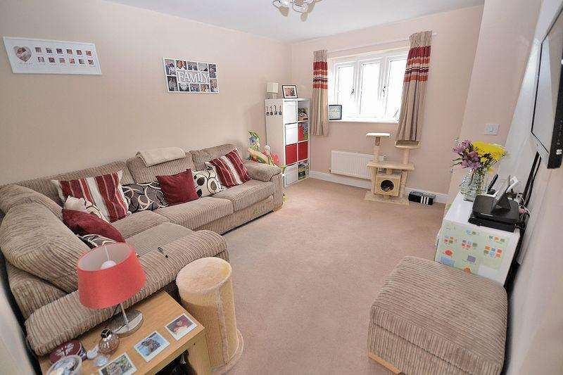 2 Bedrooms Semi Detached House for sale in Goldfinch Road, Leighton Buzzard