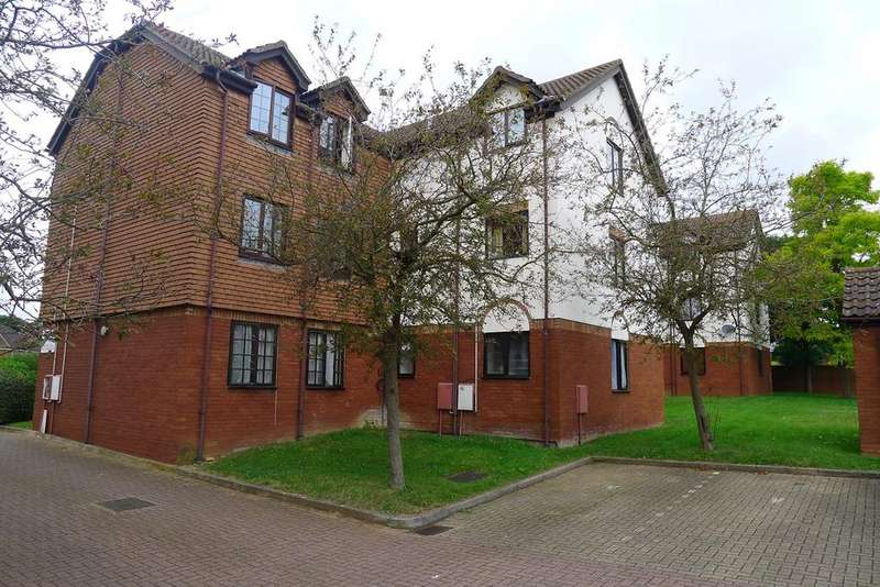 2 Bedrooms Apartment Flat for rent in Cromwell Road, Letchworth Garden City, SG6