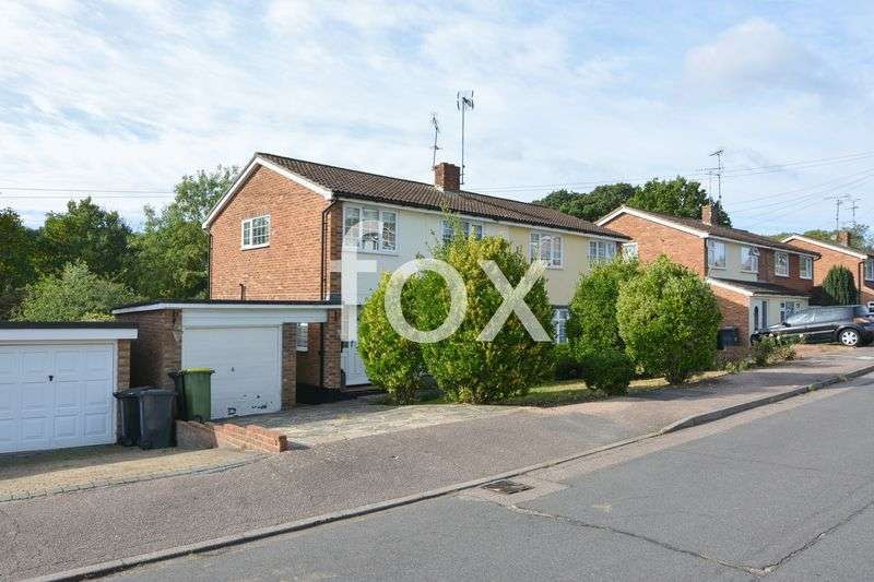 3 Bedrooms Property for sale in Southview Close, Rayleigh