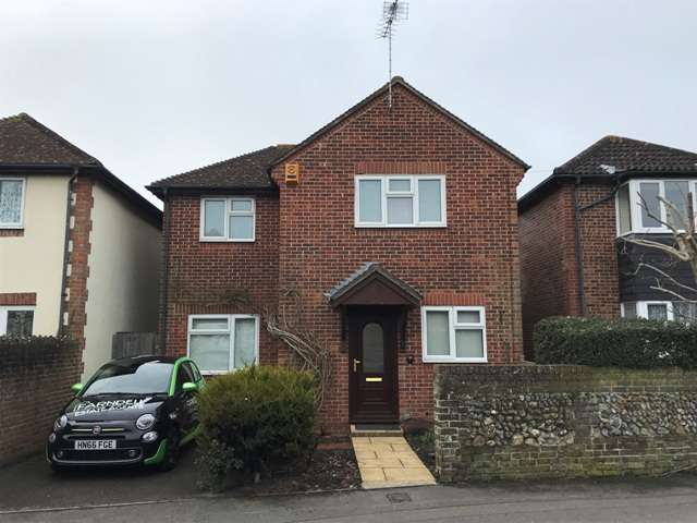 4 Bedrooms Detached House for rent in Neville Road, Bognor Regis, West Sussex. PO22 8BW