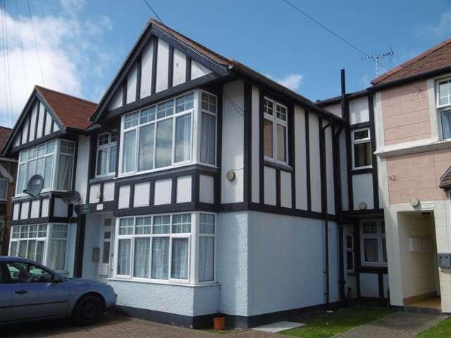 2 Bedrooms Flat for sale in Northmoor Court, Stocker Road, Bognor Regis, West Sussex. PO21 2AE