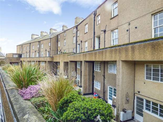 3 Bedrooms Flat for sale in Victoria Terrace, Beaumaris, Anglesey