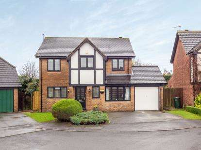 4 Bedrooms Detached House for sale in Coniston Close, Gamston, Nottingham, Nottinghamshire