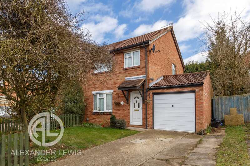 3 Bedrooms Semi Detached House for sale in Swift Close, Letchworth, SG6 4LJ
