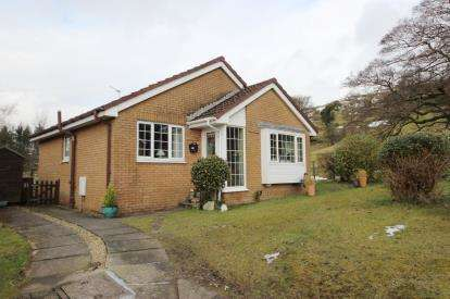2 Bedrooms Bungalow for sale in Braeside Avenue, Largs