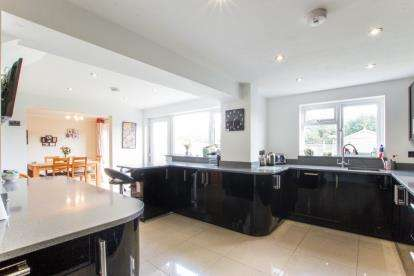 4 Bedrooms Semi Detached House for sale in Amberley Road, Patchway, Bristol