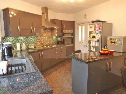 4 Bedrooms End Of Terrace House for sale in Beechfield Road, Ellesmere Port, Cheshire, CH65