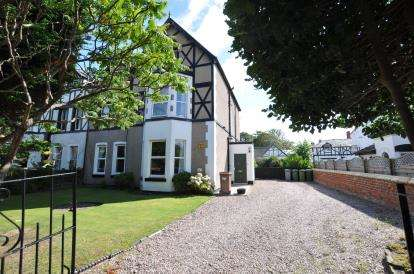 2 Bedrooms Flat for sale in Riversdale Road, West Kirby, Wirral, CH48