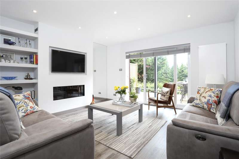 2 Bedrooms Flat for sale in Ladywood Court, Shortheath Road, Farnham, Surrey, GU9