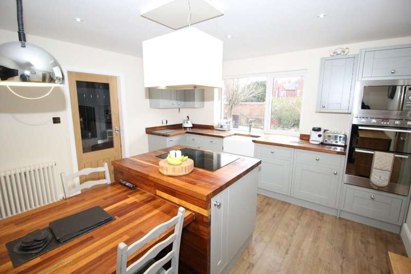 3 Bedrooms Semi Detached House for sale in Greenbank Grove, Altofts