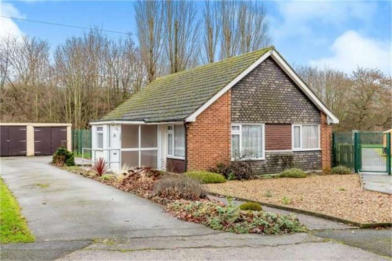 3 Bedrooms Detached Bungalow for sale in Rockingham Road, Corby, Northamptonshire