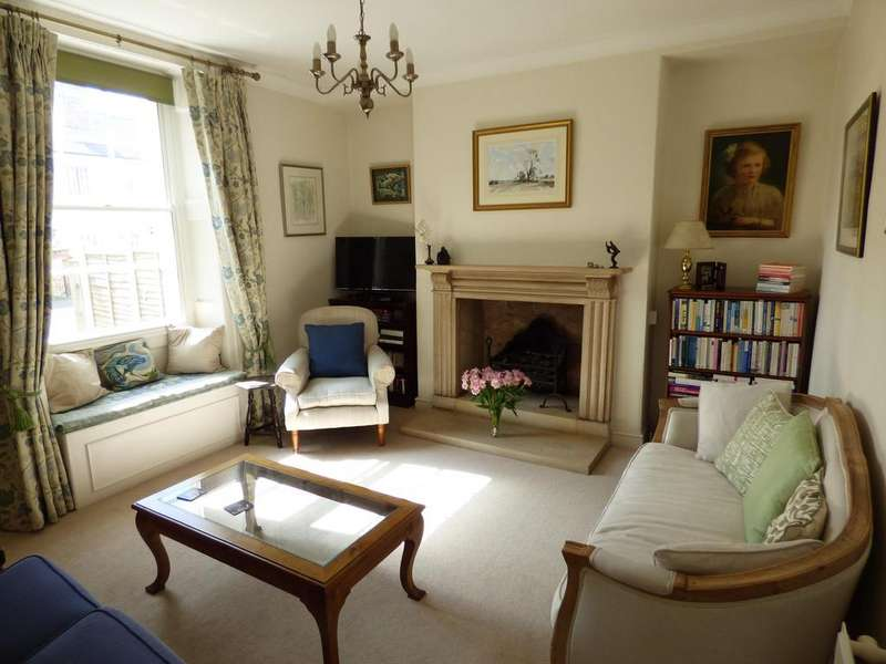 3 Bedrooms Detached House for sale in Albion Street, Stratton, Cirencester, Gloucestershire