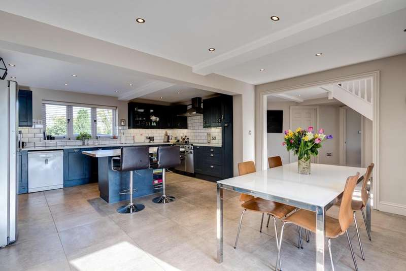 4 Bedrooms Detached House for sale in Ewen Road, Kemble, Cirencester