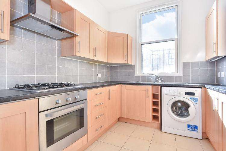 3 Bedrooms Flat for rent in Westow Hill Crystal Palace SE19