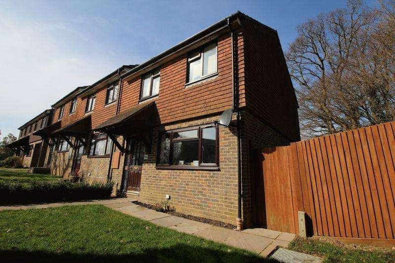 2 Bedrooms Terraced House for sale in Kings Way, Burgess Hill