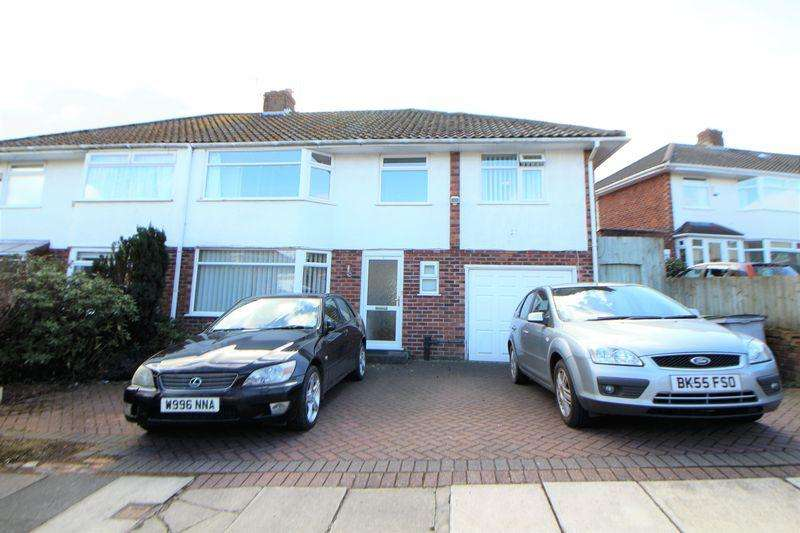 5 Bedrooms Semi Detached House for sale in Bentfield Gardens, Higher Bebington