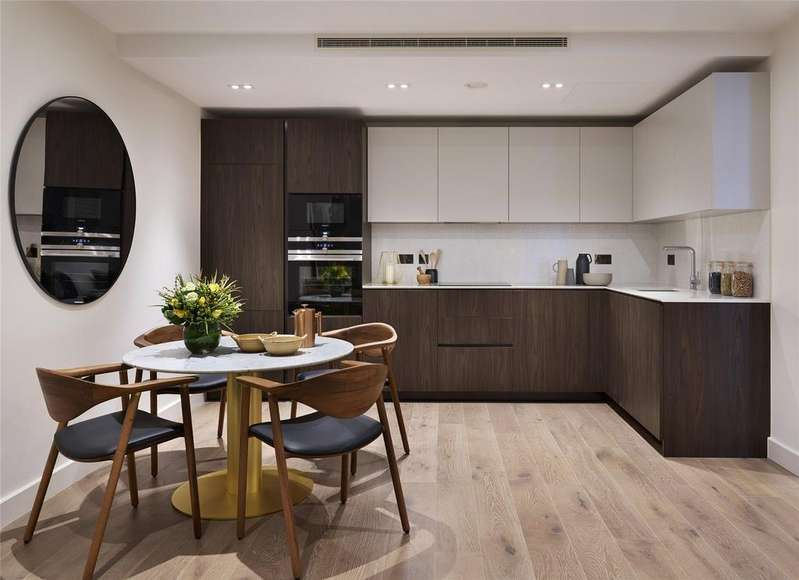 3 Bedrooms Flat for sale in Bishops Gate, 82-88 Fulham High Street, Fulham, London, SW6